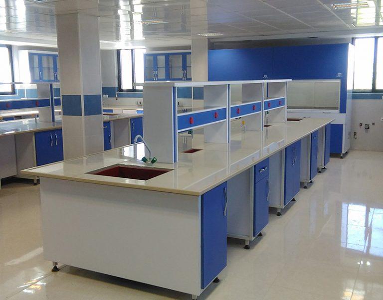 میز دوطرفه، وسط و یا جزیرهای آزمایشگاهی